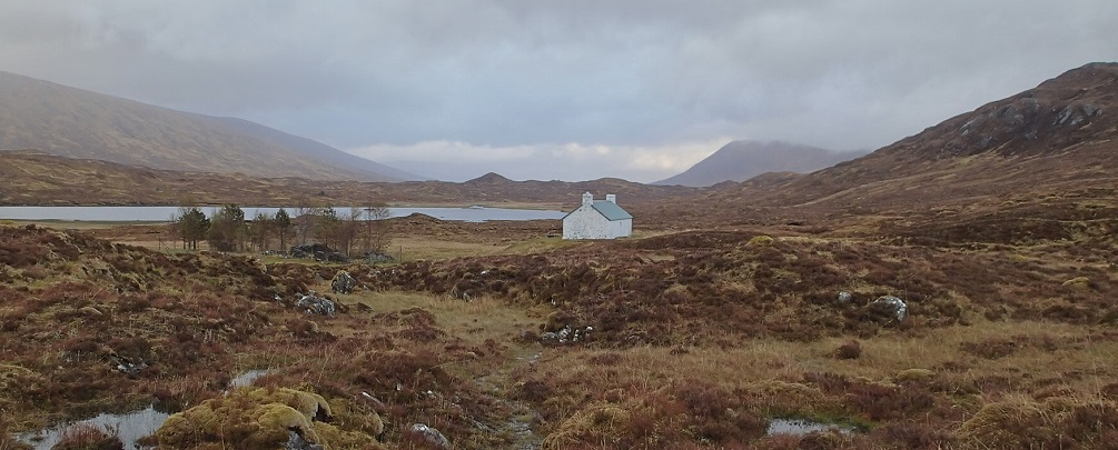 Maol-bhuidhe bothy along the Cape Wrath Trail